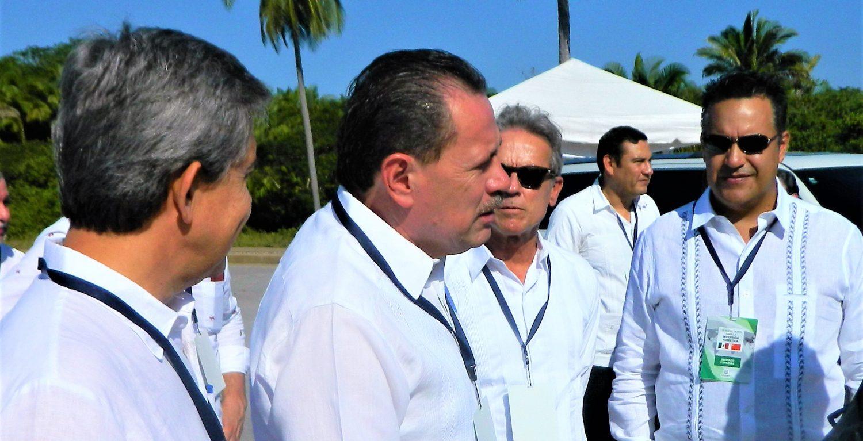 Presidente Municipal Dr. Jaime Alonso Cuevas y distinguidos representantes de la ADEPM en el desarrollo Costa Canuva, Nayarit.