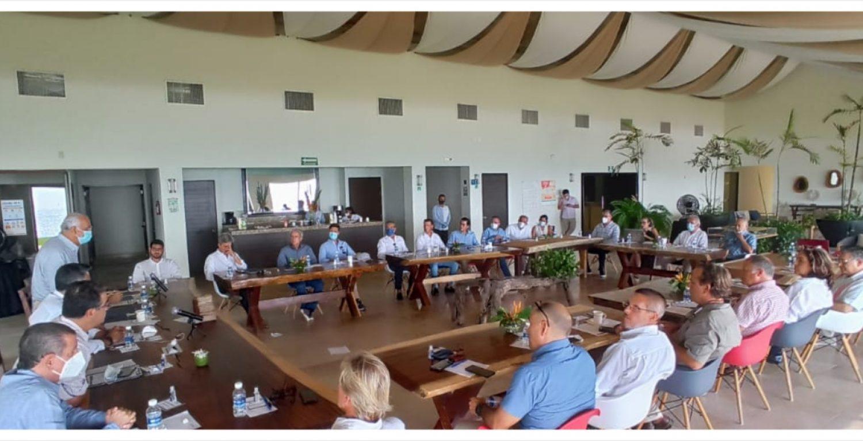 Miguel Ángel Navarro se postula como gobernador de Nayarit y se reúne con la ADEPM
